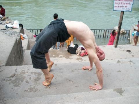Indie - Kąpiel w Gangesie